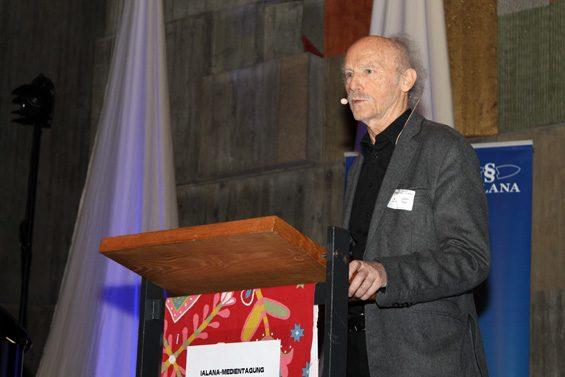 Prof. Dr. Günther Rager hinterfragte mediale Inszenierungen. Bild: Jens Brehl CC BY-NC-SA 4.0