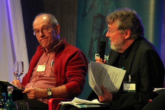 Andreas Zumach (links) ließ auch Kritik an seiner eigenen Arbeit zu. Bild: Jens Brehl CC BY-NC-SA 4.0