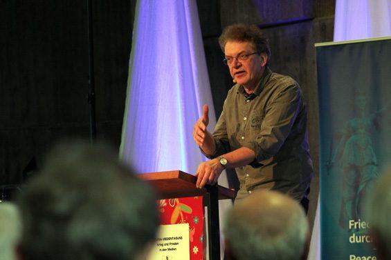 """Medien haben genügend Mitarbeiter, um viele Sichtweisen darzustellen"""", meinte Prof. Dr. Ulrich Teusch. Bild: Jens Brehl CC BY-NC-SA 4.0"""