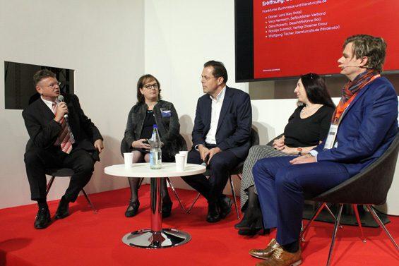 v.l.n.r. Wolfgang Tischler, Vera Nentwich, Dr. Gerd Robertz, Natalja Schmidt, Daniel Lenz. Bild: Jens Brehl CC BY-NC-SA 4.0